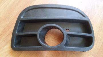 Заглушка противотуманной фары правая (с отверстием под ПТФ) Ланос Спорт