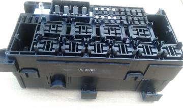 Блок предохранителей ( корпус, нижняя крышка + внутренняя часть) Авео Т200